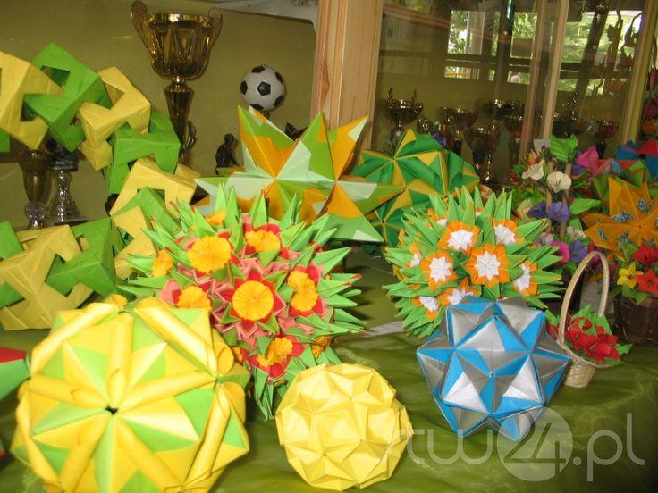 """Wystarczy kilka kartek papieru, trochę cierpliwości i wyobraźni by z tego, bardzo prostego materiału stworzyć fantastyczne przedmioty. Miłośnicy sztuki origami spotkają się na X Festiwalu dla Dzieci i Młodzieży pod hasłem """"Wędrówki po Krainie Origami"""", który odbędzie się  3 i 4 czerwca w Stalowej Woli."""