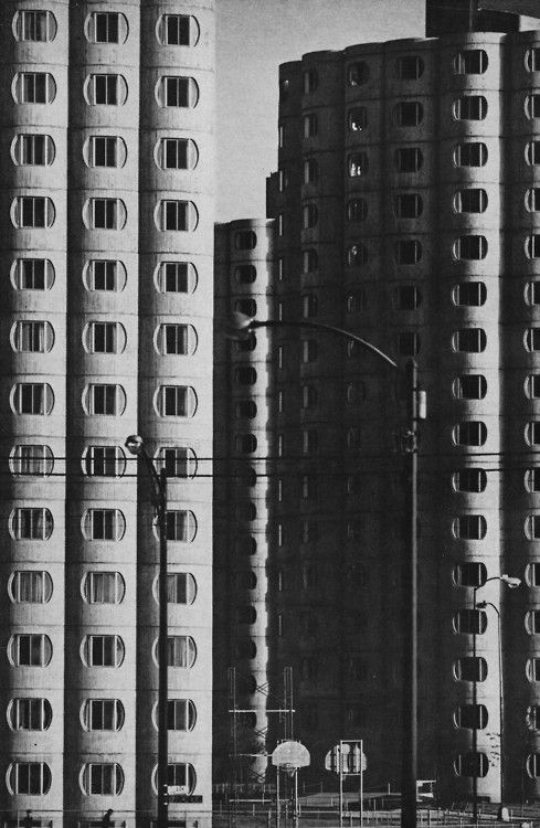 fuckyeahbrutalism:  Hilliard Center, Chicago, Illinois, 1964 (Bertrand Goldberg)  View this on the map