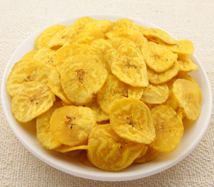 Κοινοποιήστε στο Facebook Υλικά: 4 μπανάνες 3 κ.σ. χυμό πορτοκαλιού 3 κγ κανέλα Εκτέλεση: Προθερμαίνουμε τον φούρνο στους 150 βαθμούς Κελσίου. Βάζουμε στο ταψί μια λαδόκολλα. Ξεφλουδίζουμε τις μπανάνες και τις κόβουμε σε πολύ λεπτές φέτες. Βουτάμε κάθε μια ροδέλα...