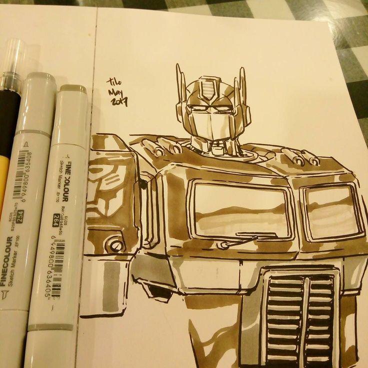 Mencoba menggambar pantulan cahaya di bodi lobot-lobotan. Dulu ada masanya yang menayangkan Transformers cuma channel TV Malaysia. Bapak saya merekam satu episode ke kaset betamax saat di rumah bibi. Saya dan adik saya menonton satu episode itu berulang-ulang. Baru saat nonton di bioskop saya tahu Transformer itu alien. #optimusprime #autobot #brushpen #sketchmarker