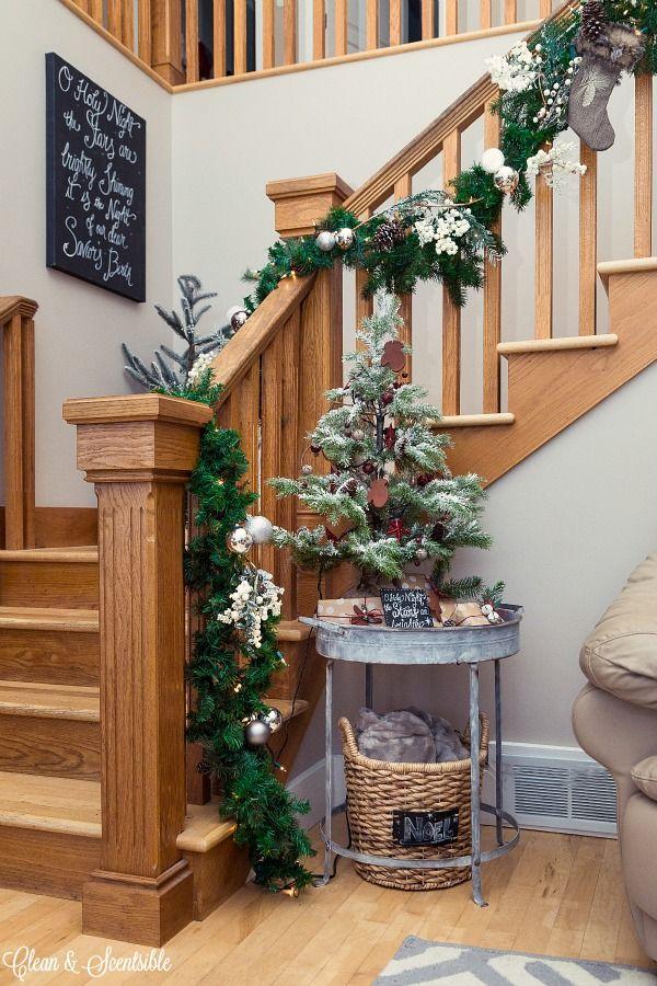 61 best escaliers de noel images on pinterest christmas. Black Bedroom Furniture Sets. Home Design Ideas