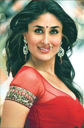 Kareena.. <3 http://www.kareenakapoorhot.com/kareena-kapoor-hot-sexy-in-saree/