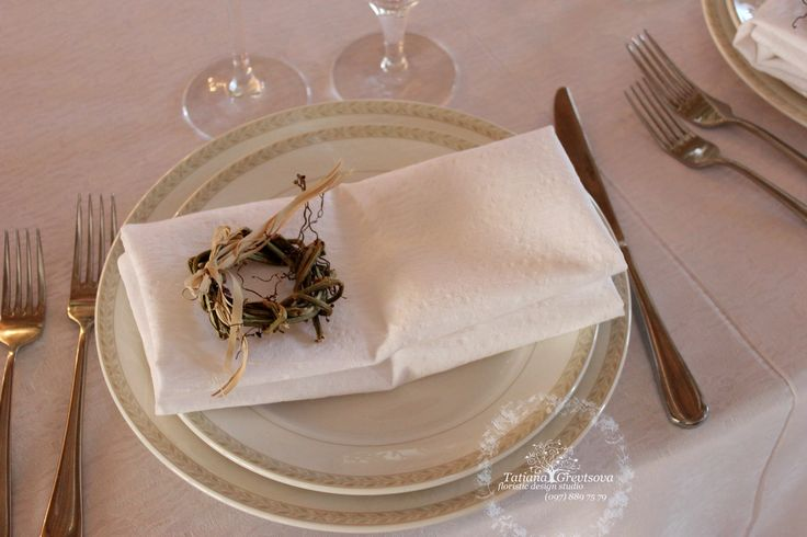 Веночек из натуральной лозы.Бутоньерка на салфетку.