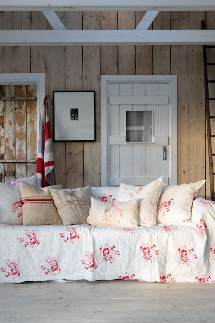 823 best cabbages roses home images on pinterest okay i admit it i ve gone mad for cabbages and roses hatley in all its gorgeous forms wallpaper fabric and oilcloth