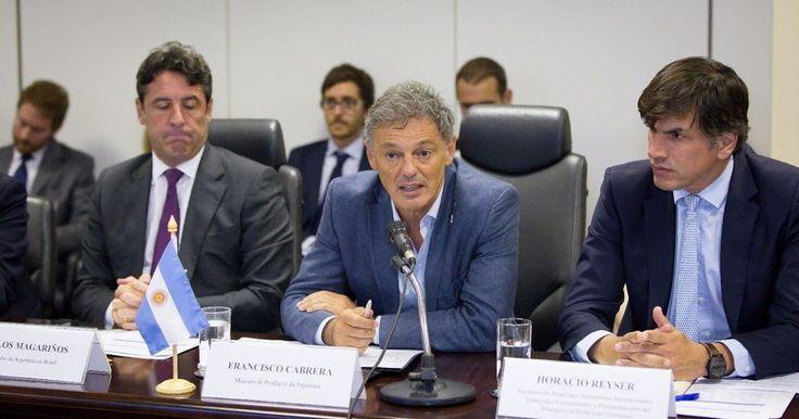 http://ift.tt/2kc72Bn http://ift.tt/2kbZnDq  Ambos Ministros ratificaron la importancia de profundizar la relación entre Brasil y Argentina al inaugurar la tercera reunión de la Comisión Bilateral de Producción y Comercio El Presidente Macri visitará a su par brasileño Michel Temer el 7 de febrero.  El ministro de Producción Francisco Cabrera y el ministro de Industria Comercio Exterior y Servicios de Brasil Marcos Pereira encabezaron hoy el inicio de la tercera reunión de la Comisión…