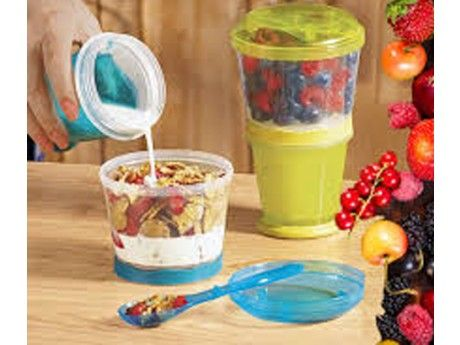 Tired of substituting breakfast for a cereal bar on the morning commute? Take the most important meal of the day with you in this on-the-go cereal container.
