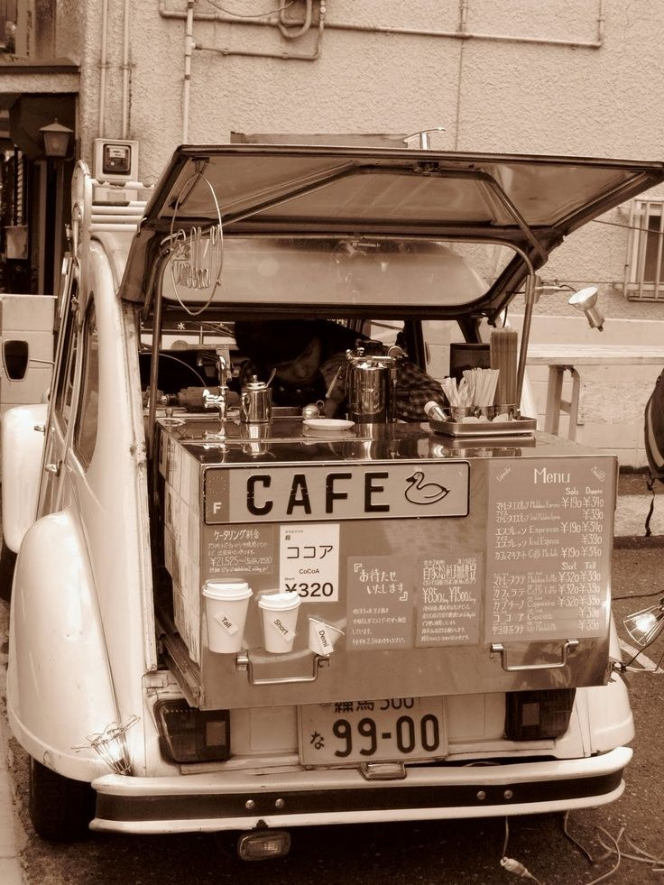Cafe de Citroen 2CV - Mobile coffee shop - Japan #cafe #coffeecopia