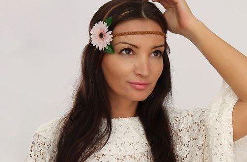 Renove o seu visual com tiara de flores para cabelo, que pode ter o estilo, o modelo, as cores e os