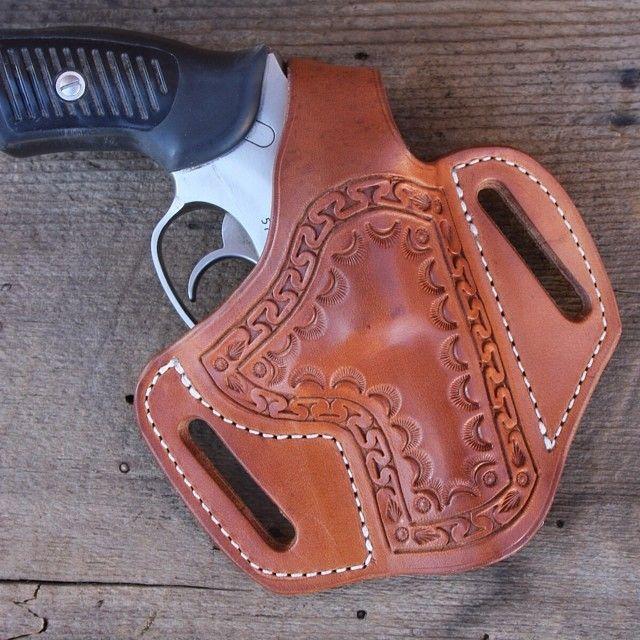 Pancake holster for Ruger SP 101. #handtooled #handmadeleatherwork #handcraftedleatherwork #cowboygear #customleather #cutomleatherwork #concealedcarryholster #buckaroogear #buckaroostyle #buckaroogirlgear #handguns #holsters #customholster #revolver holster