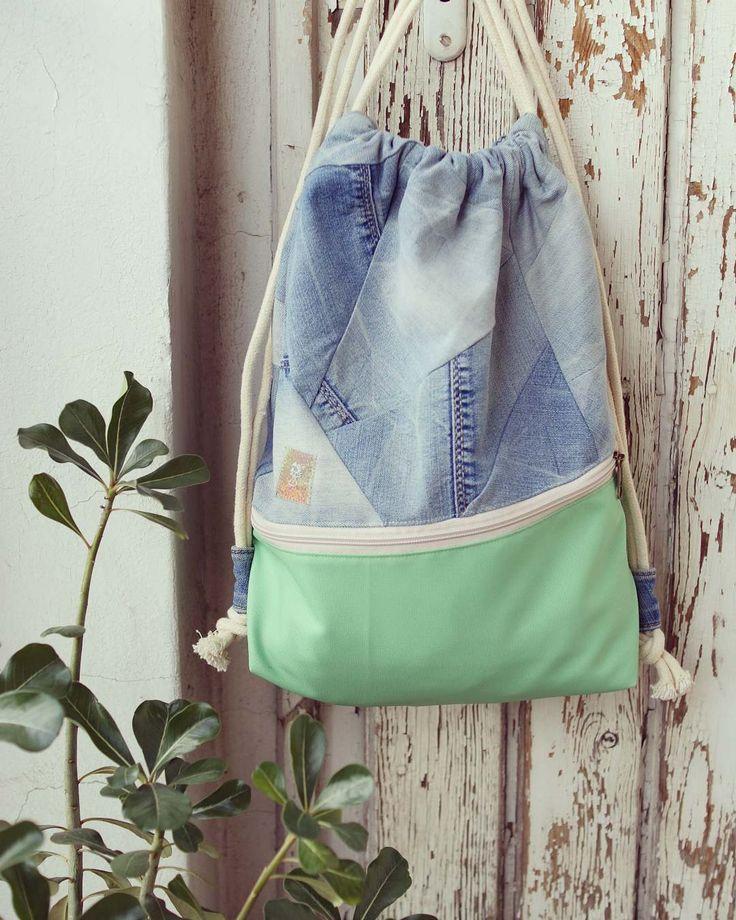 My favourite oldjeans's new life like a gymbag. ✂💙💚  #recycling #oldjeans #mintgreen #gymbag #handmadebag #madebyme #kovacsdora #jeansbag #bag