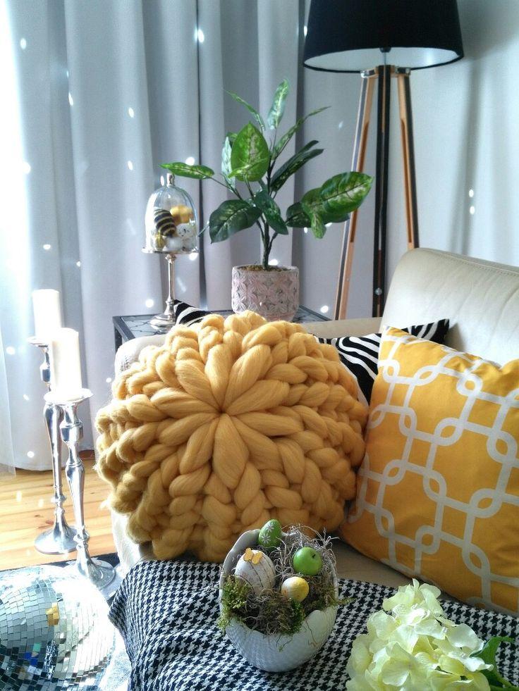 Yellow merino wool cushion brings sun to my home #handmade #home #decor #cozy #pillows #armknitting #chunkypillow