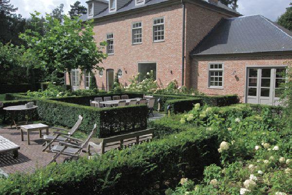 Modern klassieke tuin Interieur design by nicole  u0026 fleur   tuin   Pinterest   Modern, Villas and