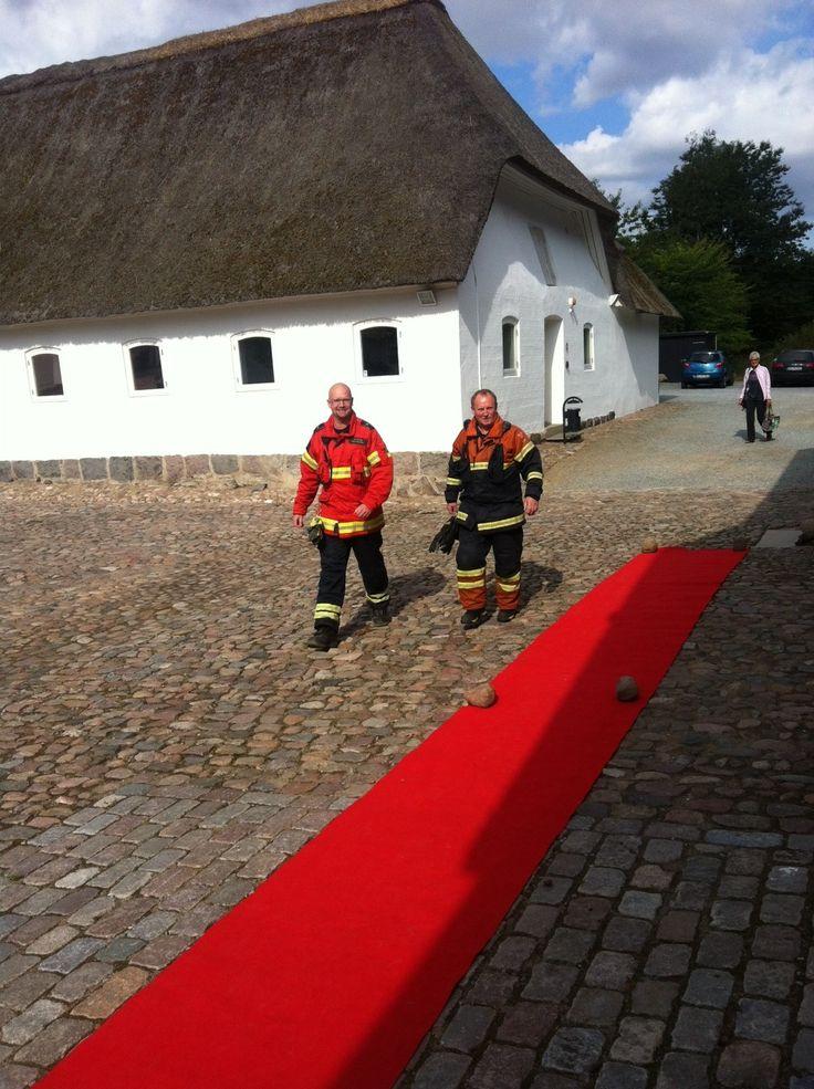 Brandmænd ankommer også på den røde løber ;-)
