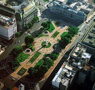 Plaza de Mayo, Buenos Aires.   The square where the citiy´s history begins (as in all Latin American cities) and Buenos Aires becomes a grand metropolis.