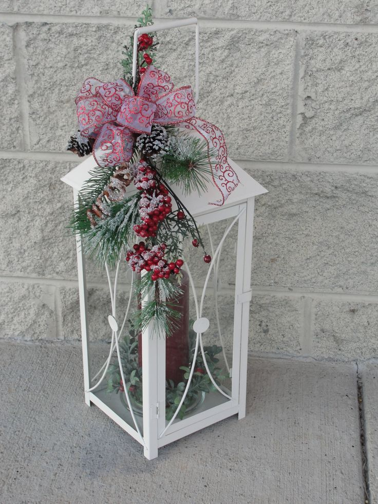 Plain lantern decorated christmas lanink boutique for Outdoor christmas lantern decorations