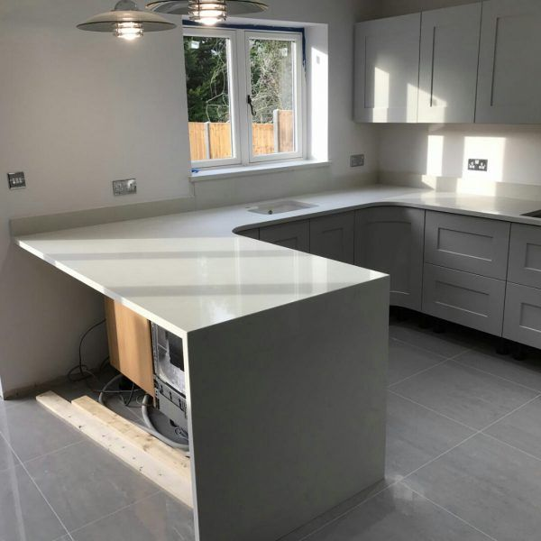 The Bianco Carrina has been put in place in this modern style kitchen, creating the perfect breakfast bar on the straight lines of this kitchen.