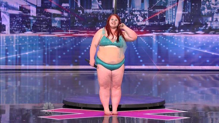 Lulu de 27 anos decidiu tentar a sua sorte no America's Got Talent com a dança do varão. Deixou Howie Mandel de boca aberta com sua performance! Brutal :D