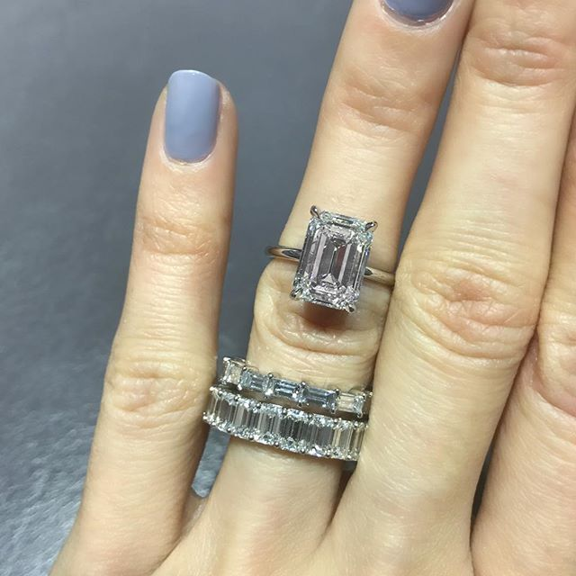 Love this classic Emerald Cut Solitaire with delicate Platinum band ❤️ Which wedding band style would you pair with it? Baguettes set east-west (top)? Or the classic Emerald Cut eternity band (bottom)? With a ring this stunning, I would plan to wear the band on the other hand, as to not take away from how clean and beautiful it looks on its own!