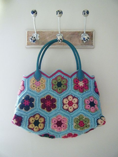 Ravelry: betsymakes' African Flower Bag - free pattern here: http://www.craftpassion.com/2012/04/african-flower-crochet-purse-part-1.html/2