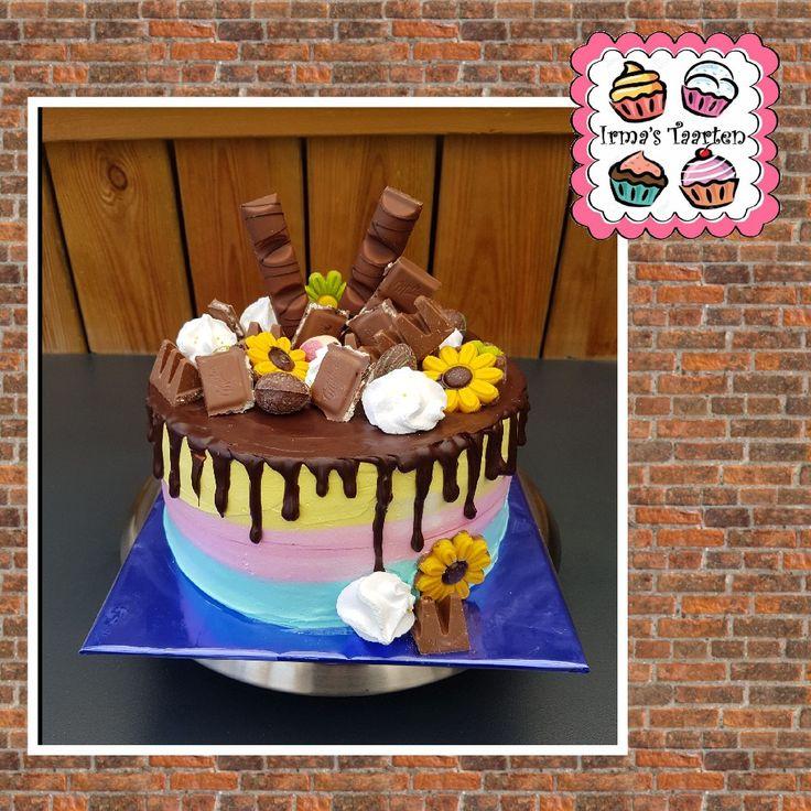 Drip taart met chocolade en afgesmeerd met 3 kleuren