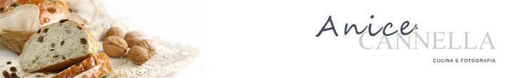 """CHEESE CAKE DI JANENE  Accendere il forno, temperatura 160°.  TORTA 5 confezioni di formaggio spalmabile """"Philadelphiia"""" da 250 grammi (usano proprio quello negli Stati Uniti, pare che sia americano!) 3 cucchiai di farina 5 uova + 2 tuorli 125 ml di panna da cucina 340 grammi di zucchero estratto naturale di vaniglia 1 cucchiaino (o i semi di una bacca) la scorza di un limone  FONDO BISCOTTATO 4 cucchiai di zucchero 6 cucchiai di burro 200 grammi circa di biscotti secchi o frollini"""