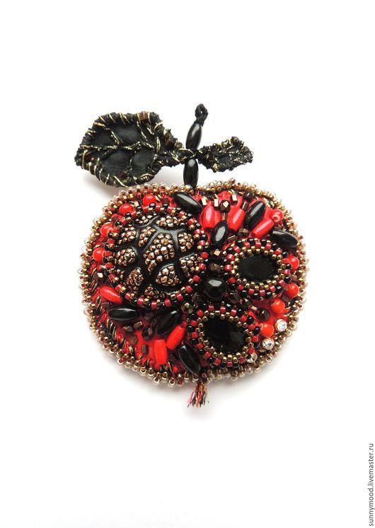 Броши ручной работы. Ярмарка Мастеров - ручная работа. Купить брошь Magic Apple. Handmade. Ярко-красный, золотой, яблочко