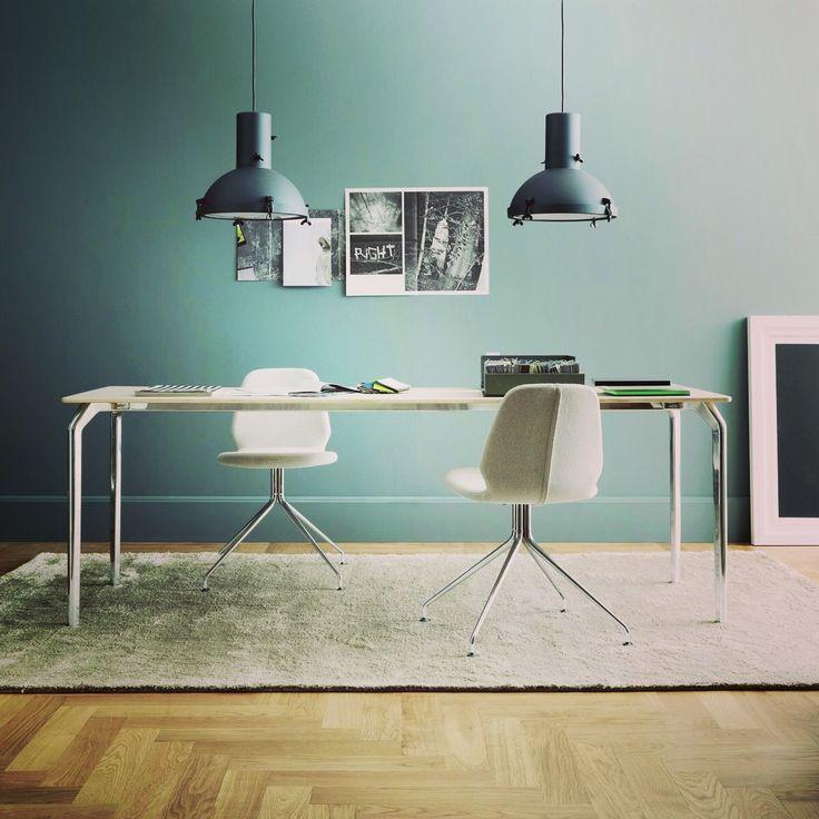 Oprawa Projecteur 365 została zaprojektowana przez Le Corbusiera w 1954 roku. Pomimo upływu tylu lat wciąż idealnie pasuje do nowoczesnych wnętrz szczególnie w kolorze night blue. Pasowałaby do Waszego wnętrza ?