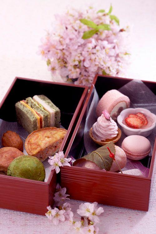 桜スイーツを詰め込んだ重箱「さくらアフタヌーンティー」ホテル日航東京の期間限定メニュー | ニュース - ファッションプレス