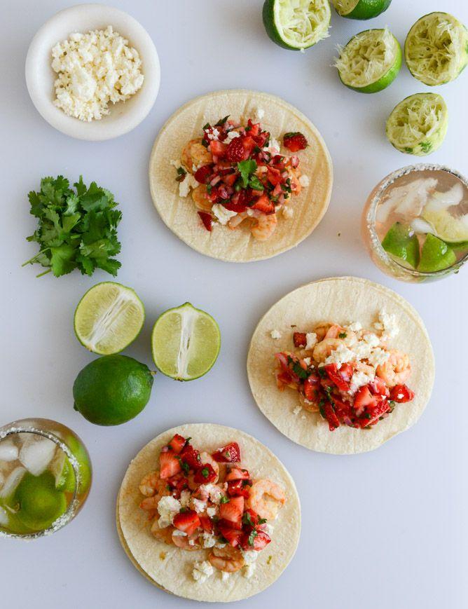 Chipotle Lime Shrimp Tacos with Strawberry Salsa I howsweeteats.com