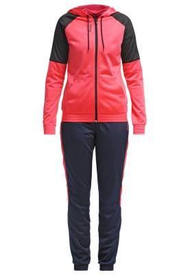 Reebok Chándal Fearless Pink La Mejor Selección De Conjuntos Deportivos El chándal se ha convertido en una prenda utilizada por una gran mayoría de mujeres, tanto en verano como en invierno, para practicar deporte, para salir a dar un paseo, hacer la compra o para estar en casa, por lo qu...