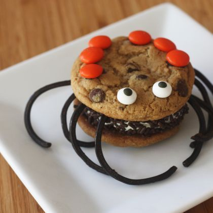 Here is a scary My Take to try! Cookie Ice Cream Sandwich Spiders!!!