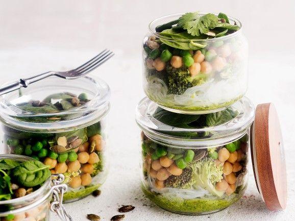 Kasvis-nuudelisalaatti / Noodle salad / Kotiliesi.fi / Kuva/Photo: Sampo Korhonen/Otavamedia