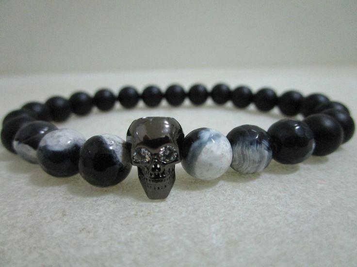 Quiero compartir lo último que he añadido a mi tienda de #etsy: Pulsera Calavera Pulsera de Onix y Agata blanca y negra Pulsera para hombre Regalo para hombre Pulseras de piedras naturales Joyeria Onix http://etsy.me/2FgfHwz