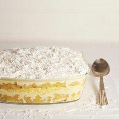 Bolo gelado de abacaxi   Receita Panelinha:  Este bolo a Rita conheceu na infância, na casa de uma amiguinha. Anos depois recuperou a receita e agora virou um clássico do Panelinha.