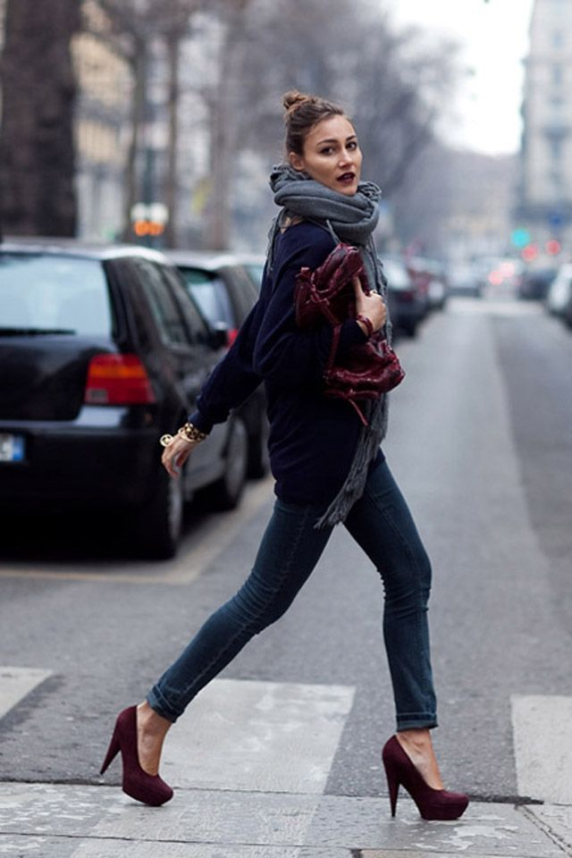 this girl has been on all the fashion blogs. Love the lipstick and the scarf.: Fashion Shoes, Burgundy Shoes, Skinny Jeans, Fashion Style, Street Style, Big Scarves, Fall Looks, Jewels Tones, Fall Fashion