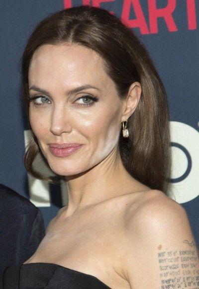 De make-up blunder van Angelina Jolie op première 'The Normal Heart'