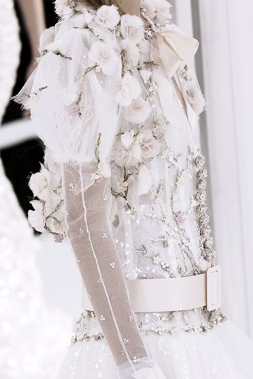 pivoslyakova:  Detail at Chanel | Haute Couture, Spring 2006.