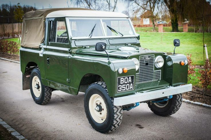 Land Rover 88 Serie II pickup. Truck cabine soft top