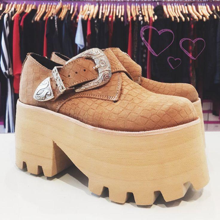 ¡Alabados sean los caballito de batalla de SDG! Las Tailandia le aportan un touch canchero a LO QUE TE PONGAS. Y te cuento que ahora, podes diseñar tus zapatos en nuestra SHOE-FACTORY http://sofiadegrecia.com.ar/sg/shoefactory