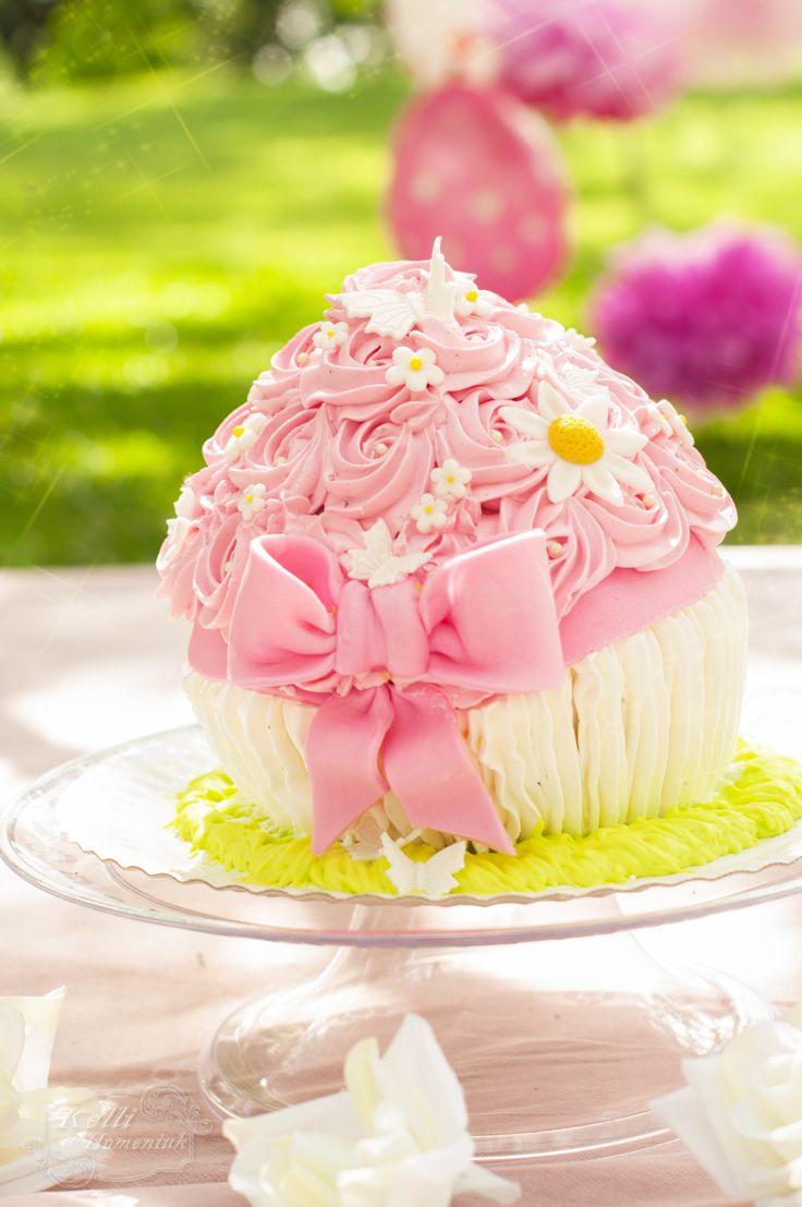 Smash The Cake com uma delicada decoração rosa, e um lindo bigcupcake florido