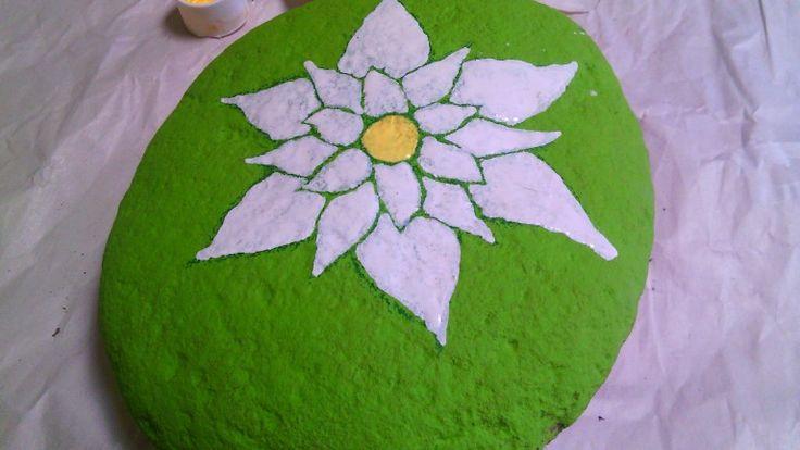 El centro con el color que desees en pintura acrilica