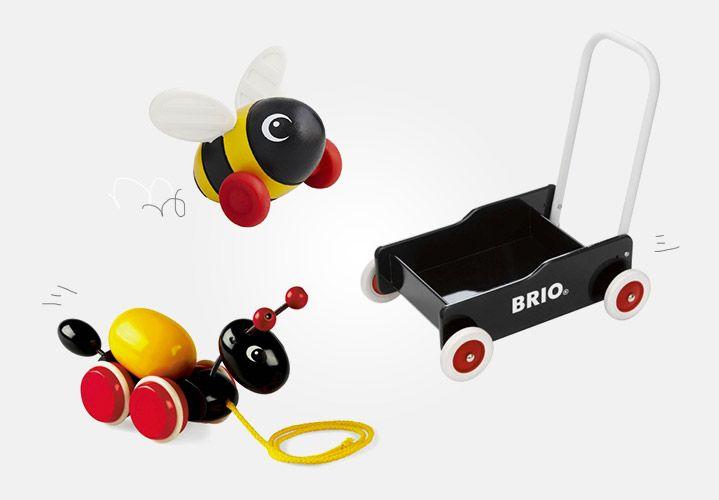 Brio, ce sont de nombreux jouets à tirer et à pousser, que vous retrouvez en vente sur notre site http://www.jeujouet.com/brio-jouets-premier-age-tirer-et-pousser #JouetATirer #JouetAPousser #Brio #Jeujouet