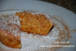 Pudim de Cenoura e Amêndoa/Carrot and Almond Pudding 12.5 oz of carrots 5 oz of pealed almonds 4 eggs (separate yolks from whites) 1 teaspoon of orange zest 4 tablespoons of all-purpose flour
