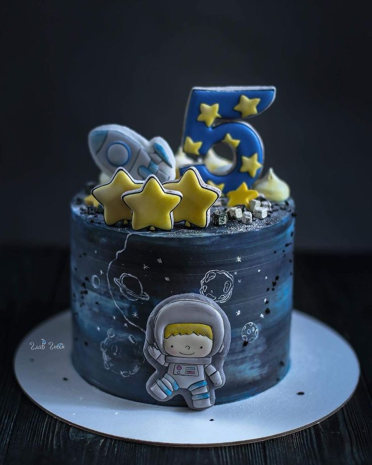 Space cake from Elena Elkina-Kovaleva (@glavgnom)