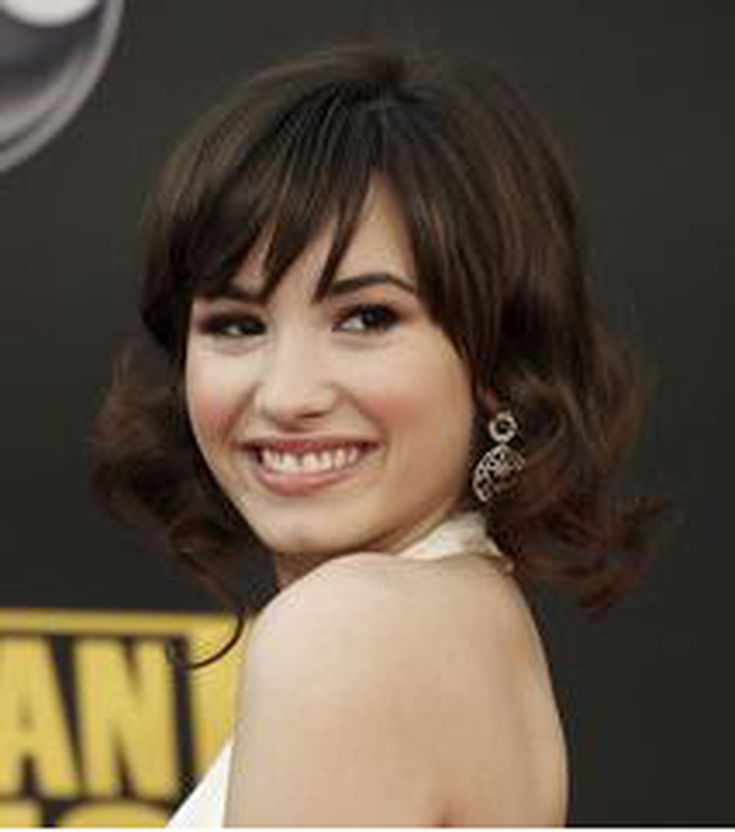 20 Hairstyles That Flatter an Oval Face: Bangs Look Great on an Oval Face Shape