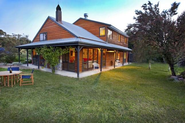 Homestead jindabyne. 4 queen bedrooms with ensuites and 1 twin room.