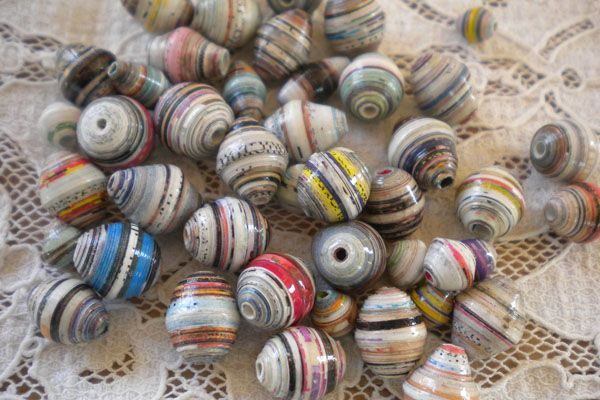 How to make rounded paper beads - tutorial from http://paperbeads.org