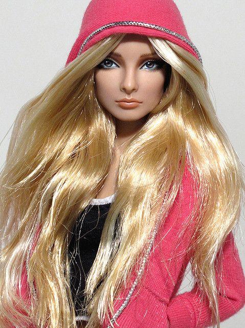 Lynn in hoodie by Peewee Parker, via Flickr