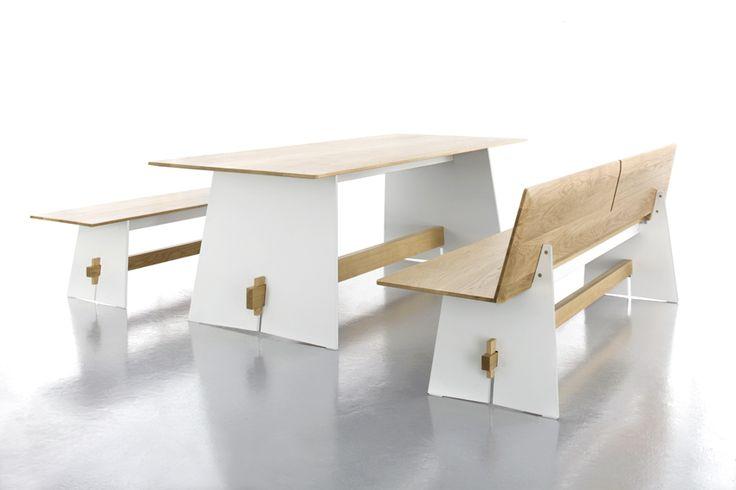 Wygodna oraz praktyczna ławka i stół z kolekcji Tension. Połączenie materiału HPL oraz drewna to świetne rozwiązanie. Materiał HPL jest odporny na wszelkie warunki atmosferyczne.