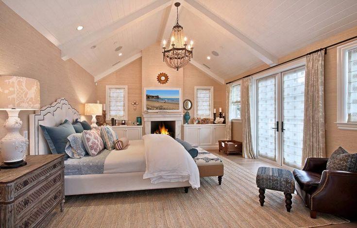 Спальня в стиле классика с белым потолком